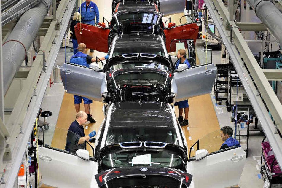 Trotz Umsatz- und Gewinneinbußen behielt BMW die Jahresprognosen bei.