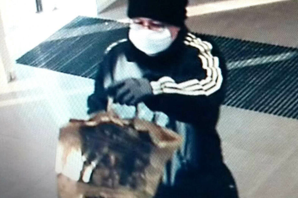 Mit diesem Foto fahndet die Dresdner Polizei nach einem Bankräuber.