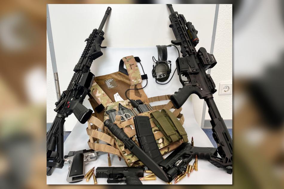"""Der Zoll fand zwei vollautomatische Sturmgewehre des Typs """"HK 416"""" und zwei selbst zusammengebaute Schusswaffen. Auch beim Vater wurden die Beamten fündig."""