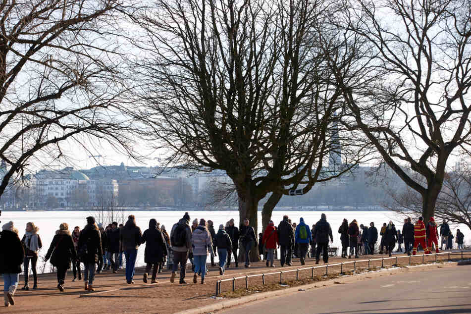 Die Zahl der Neuinfektionen in Hamburg sinkt nur wenig ab.