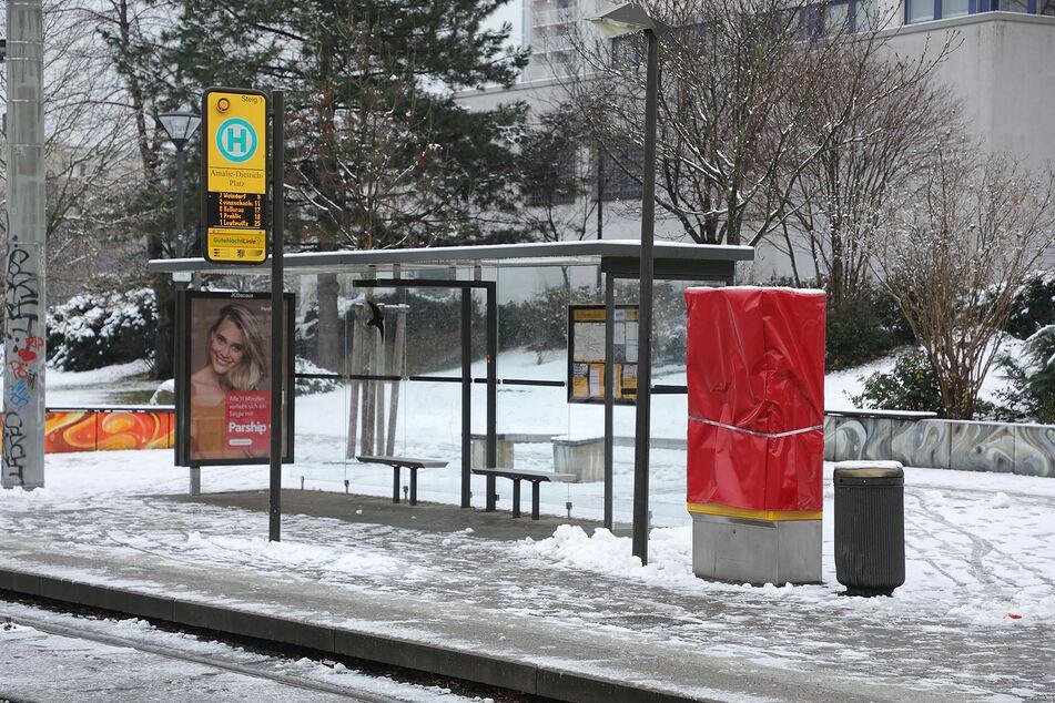 Der Fahrkartenautomat am Amalie-Dietrich-Platz wurde beschädigt.