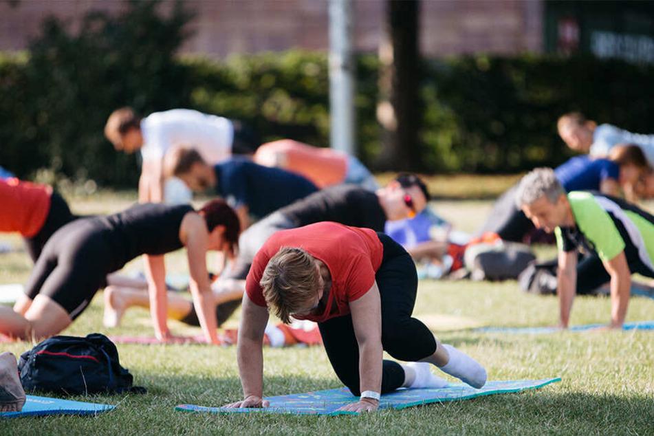 Auch beim (Lach-)Yoga könnt Ihr Sonntag, am letzten Parksommer-Tag, noch einmal mitmachen.