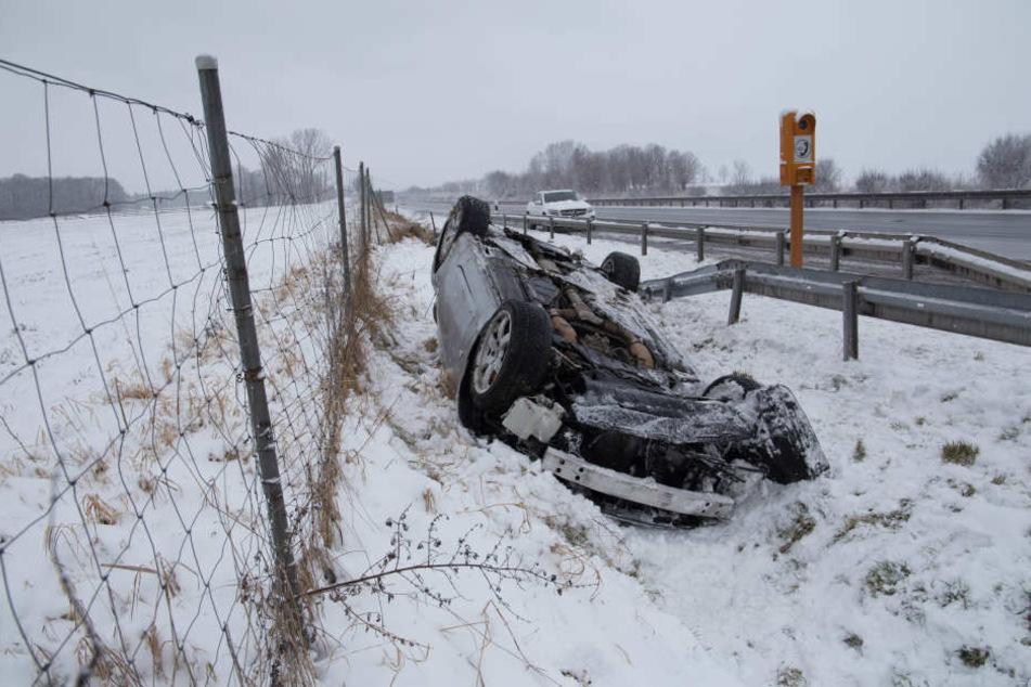 Mit den abgefahrenen Winterreifen konnte der Mann nichts gegen den Unfall tun.