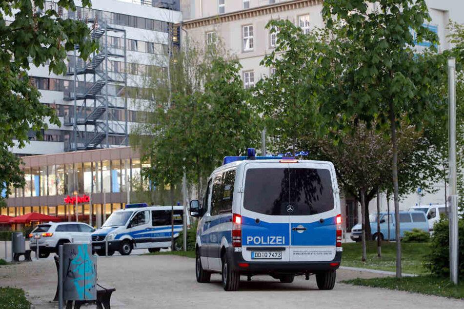 Die Polizei schnappte am Johannisplatz einen mutmaßlichen Dealer (Archivfoto).