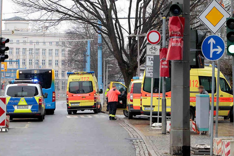 An der Bahnhofstraße kam es zum Busunfall.