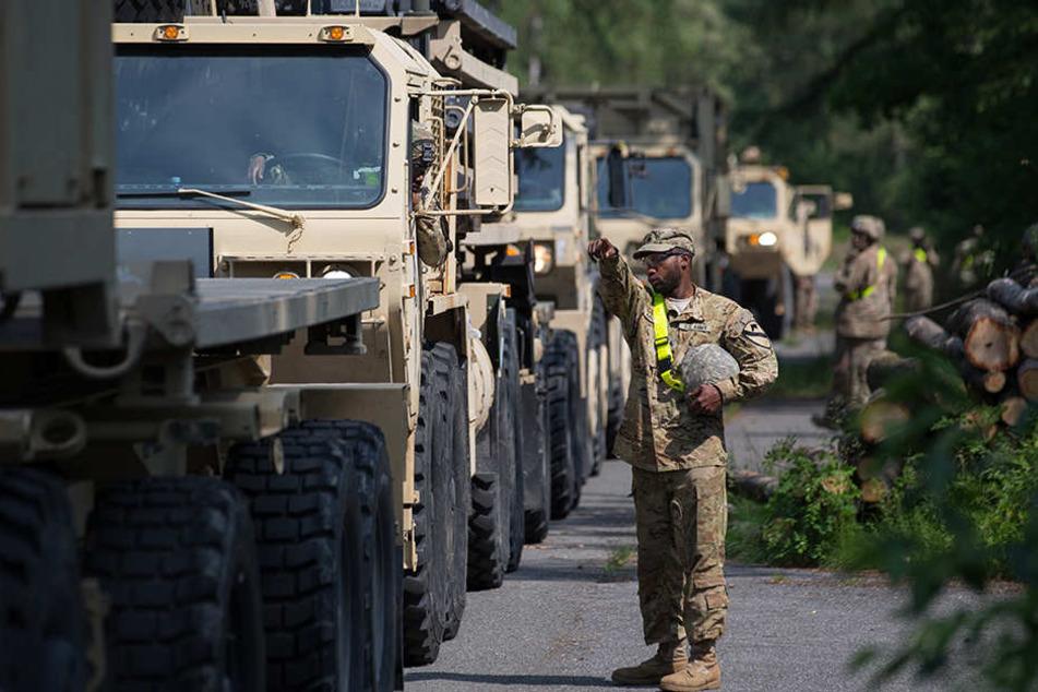 Derzeit rollen hunderte Fahrzeuge der US-Streitkräfte über Deutschlands Autobahnen.