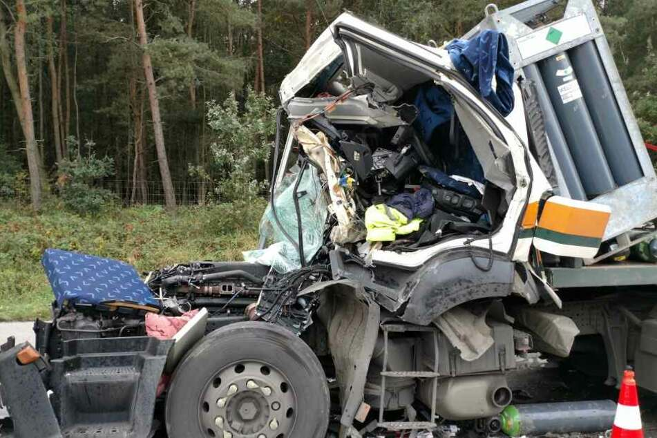 Ein Unfall mit einem Gefahrguttransporter hat am Donnerstagmittag den Verkehr auf der A 14 bei Grimma lahmgelegt.