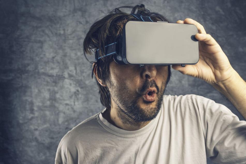 Wer es weniger körperlich angehen will, kann mit einer VR-Brille an virtuellen Sex-Spielchen teilnehmen.