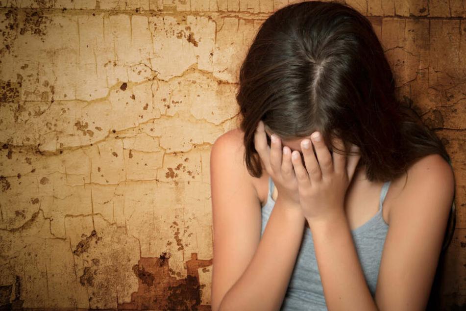 Das Mädchen vertraute sich erst nach Jahren der Mutter ihres Freundes an. (Symbolbild)