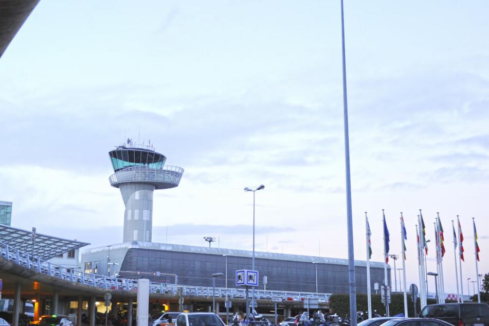 Auch am Flughafen Bordeaux mussten die Passagiere ausharren.