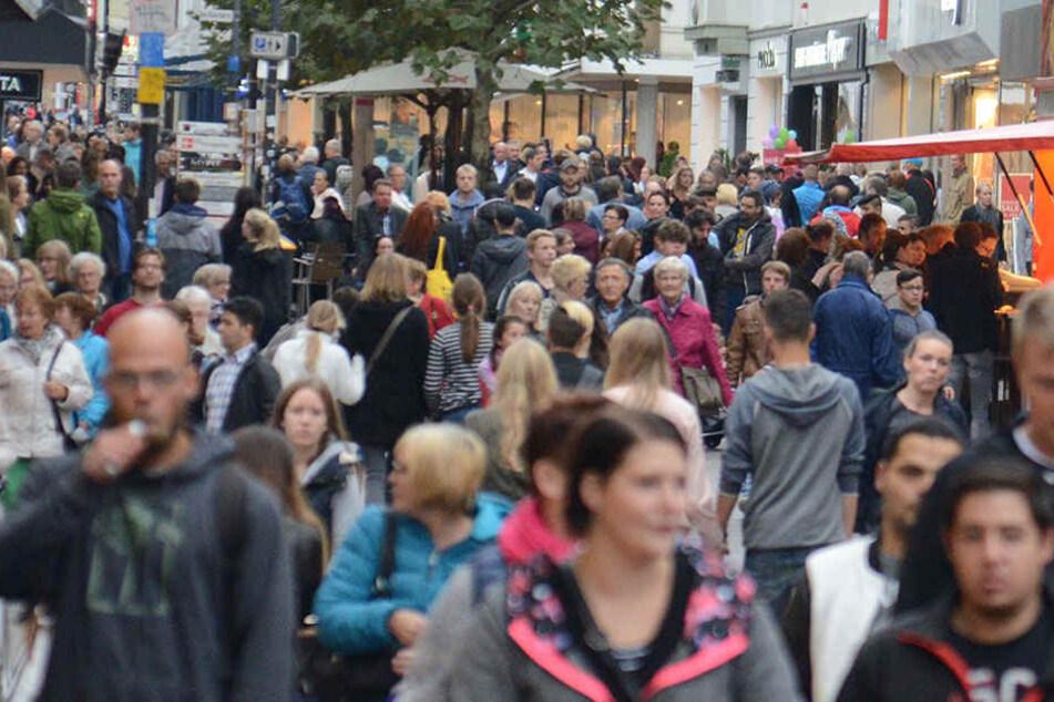 Sonntags-Shopping bringt den Händlern gutes Geld. Deshalb wollen sie gegen ein entsprechendes Verbot juristisch vorgehen.