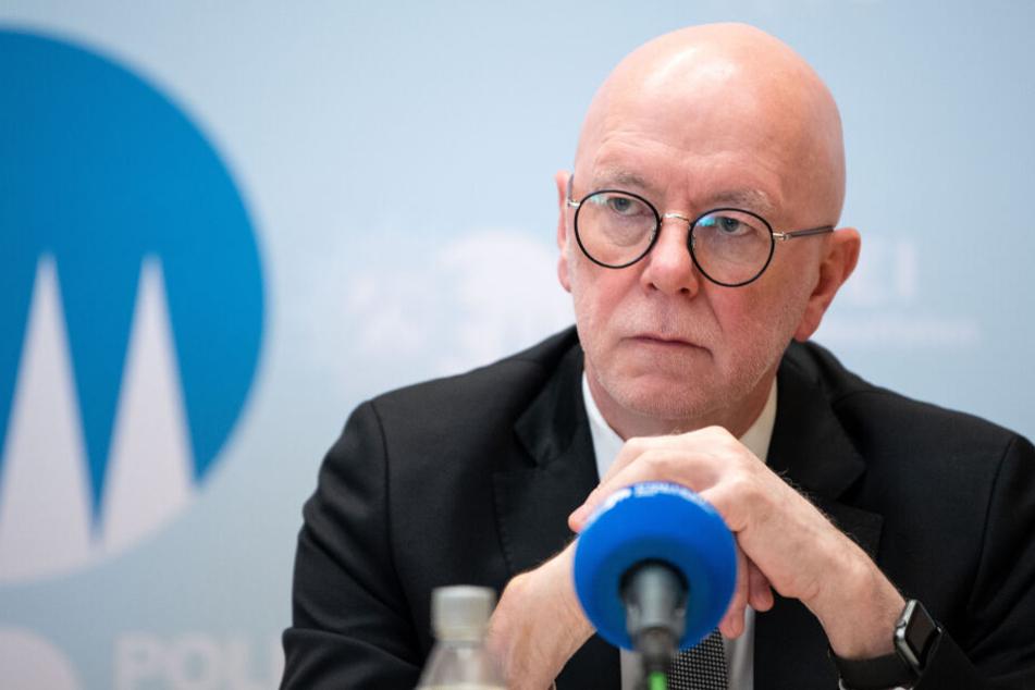 Köln Polizeipräsident Uwe Jacob zeigte sich bei der Pressekonferenz zu dem Fall erschüttert.