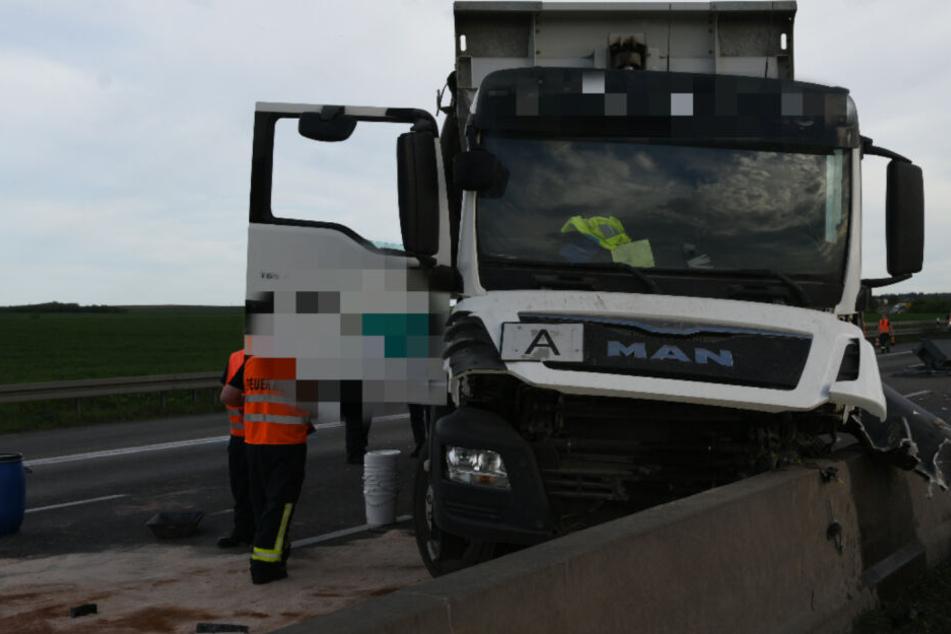 Zu dem Unfall kam es, weil der Lkw-Fahrer seine Mulde nicht eingefahren hatte.