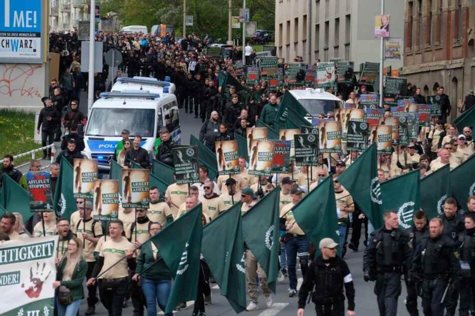 Am 1. Mai zogen Partei-Mitglieder durch die sächsische Stadt Plauen.