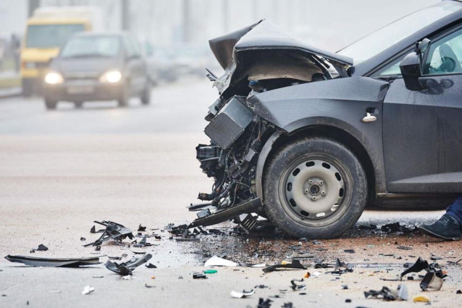 Ein 31-jähriger Mann überschlug sich mit seinem Wagen. (Symbolbild)