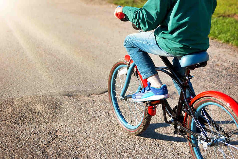 Der Junge durfte sich über ein neues Fahrrad freuen.