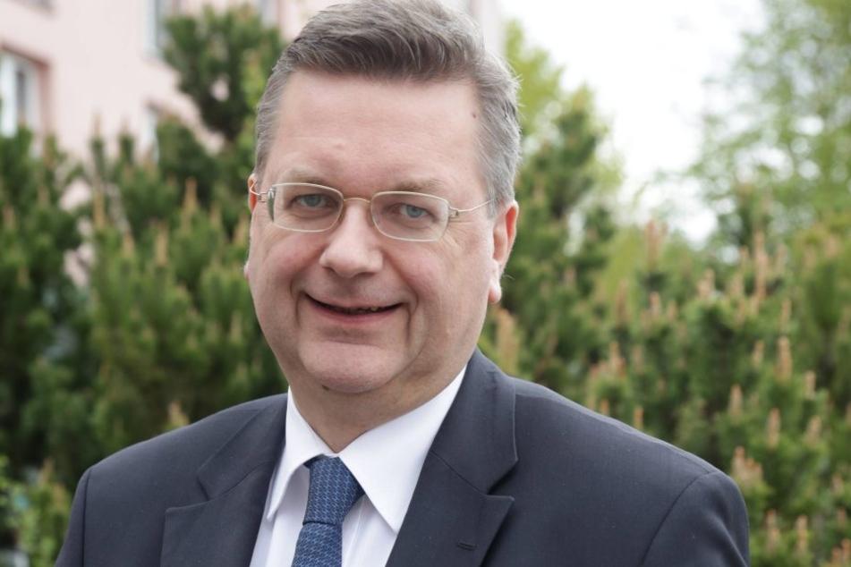 Der DFB um Präsident Reinhard Grindel hat am Freitag die Bewerbung für die EM 2024 bestätigt.