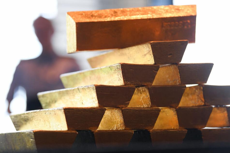 Prozess gegen Trickbetrüger: Demenzkranker übergab ihnen etliche Goldbarren!