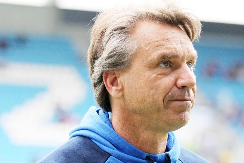 Horst Steffen bittet für seine Mannschaft um Geduld. Vor allem auch gegen Pokalschreck Osnabrück.