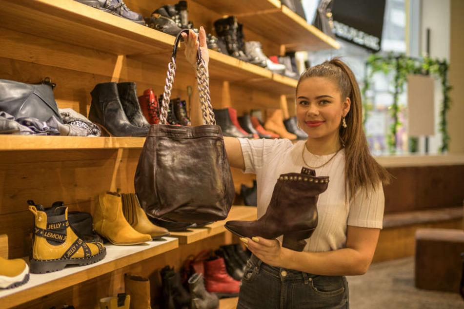 "Kampf um jeden Kunden: Angelina Khalchytskaya (19) vom Laden ""Shoes Please""."