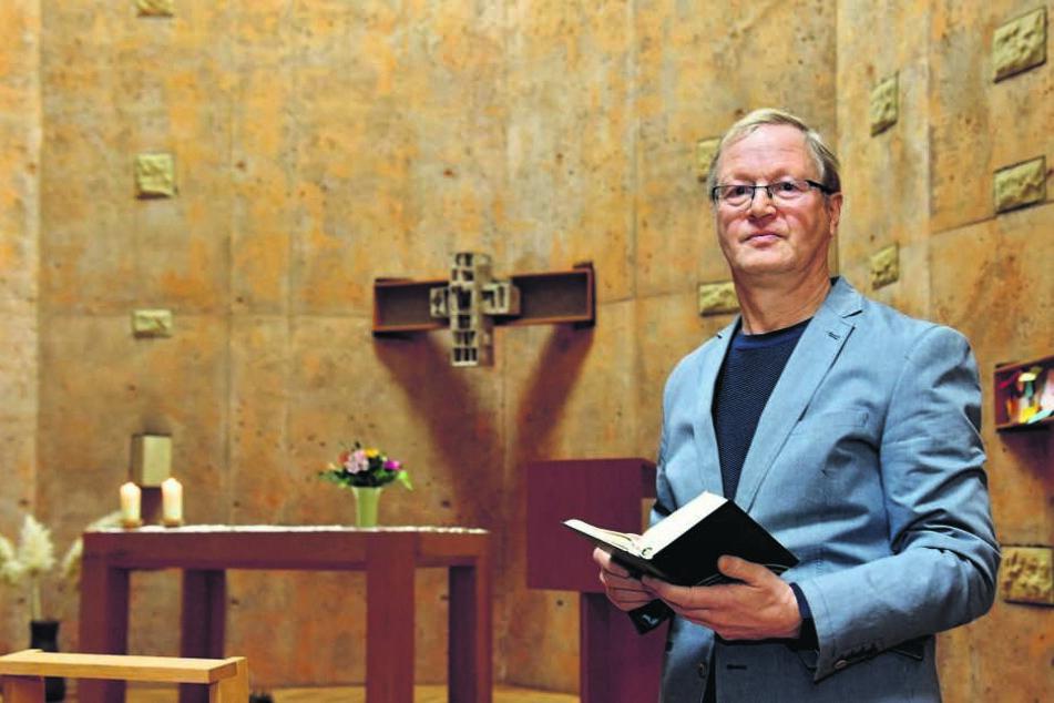 Ein Geistlicher für ganz weltliche Probleme: Pfarrer Michael Leonhardi (61) ist Klinikseelsorger am Dresdner Uniklinikum und im Herzzentrum.