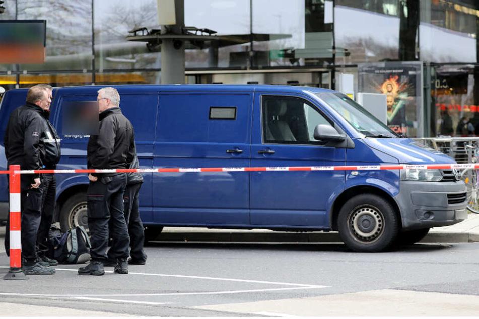 Der spektakuläre Geldtransporter-Überfall passierte mitten auf der Straße. (Symbolbild)