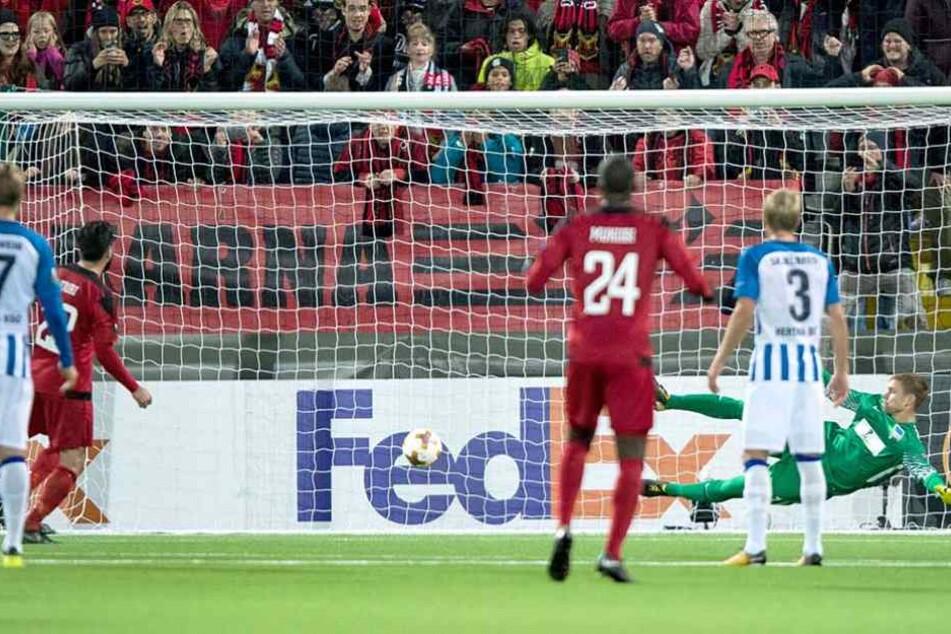 Die spielentscheidende Szene: Nouri verwandelt den Elfmeter für Östersund zum 1:0.