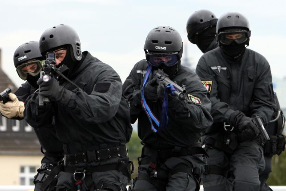 SEK-Einsatz und evakuierte Häuser: Sohn droht, seinen Vater umzubringen