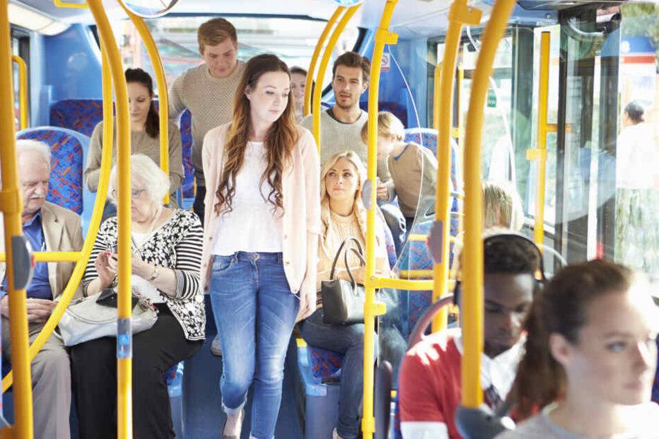 Bus- und Bahnfahren ist in Nordrhein-Westfalen oft teurer. (Symbolbild)