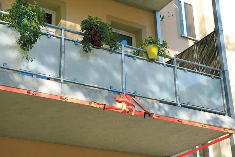 Absturzgefahr: Miriam Hambel (54) darf ihren Balkon nicht mehr betreten.