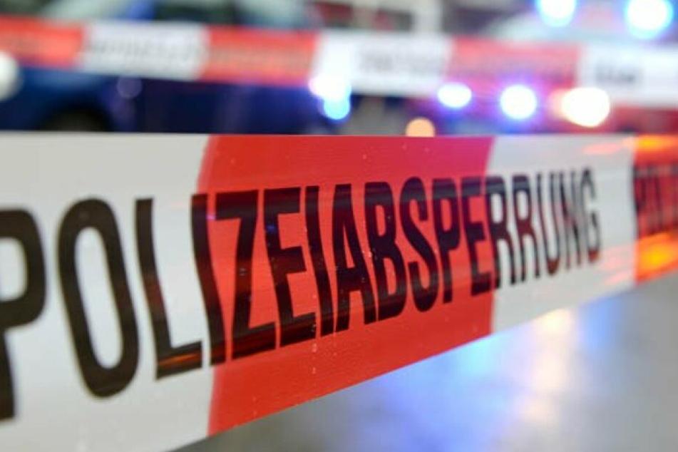 In einer Wohnung in Halle wurde eine schwerstverletzte Frau aufgefunden.