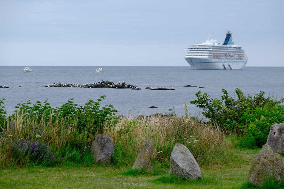 Eine 63-jährige Urlauberin aus Deutschland ist bei einem Badeunfall auf der dänischen Insel Bornholm ums Leben gekommen.