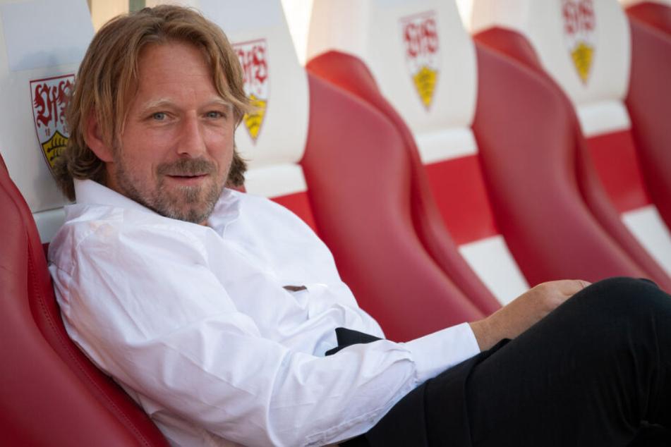 VfB-Sportdirektor Sven Mislintat ärgert sich über die Handhabung des Videobeweises.