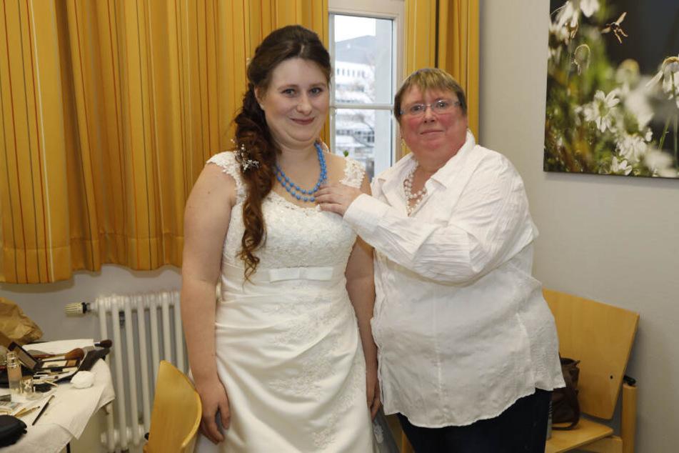 Braut Nicole (33) gab ihrem Dennis auf der Palliativstation das Ja-Wort.