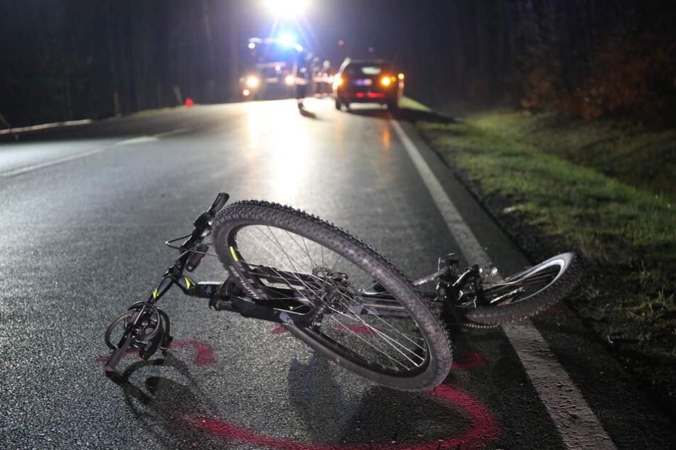 Der Radfahrer starb noch an der Unfallstelle.