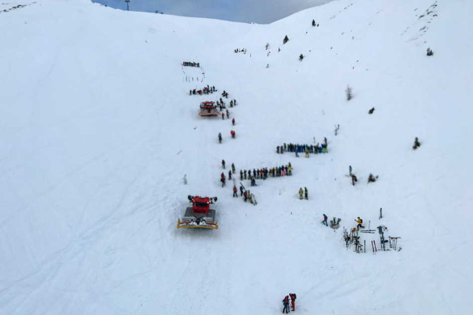 In den bayrischen Alpen sind am Sonntag drei Lawinen abgegangen. (Symbolbild).