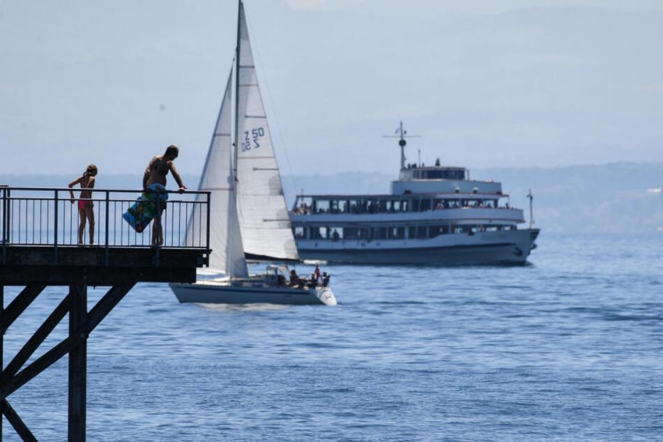 Insgesamt mussten 13 Fahrgäste und fünf Besatzungsmitglieder das Schiff verlassen. (Symbolbild)
