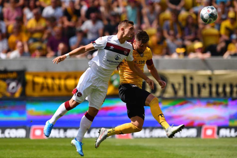 Hier trifft Dovedan zum 1:0 für Nürnberg. Niklas Kreuzer kann das nicht mehr verhindern.
