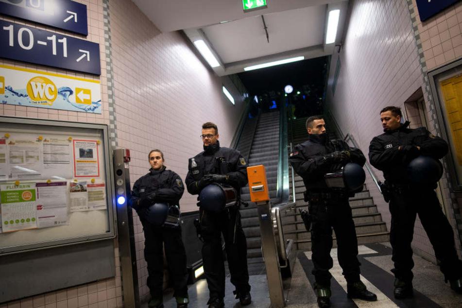 Die Polizei stoppte die Gewalttäter.