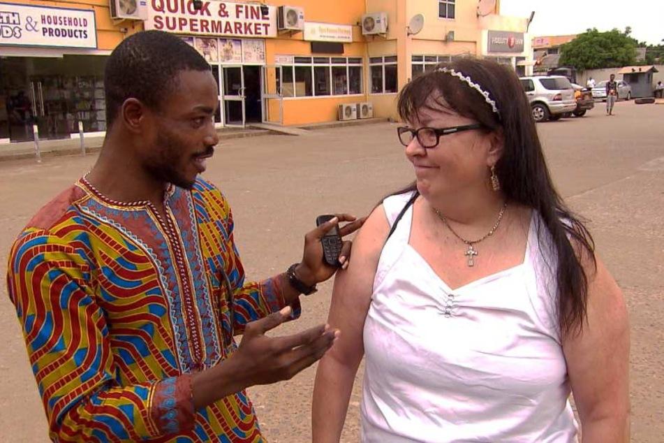 Collins und Elvira kurz nach ihrer Ankunft am Flughafen in Accra. Da war noch alles gut.