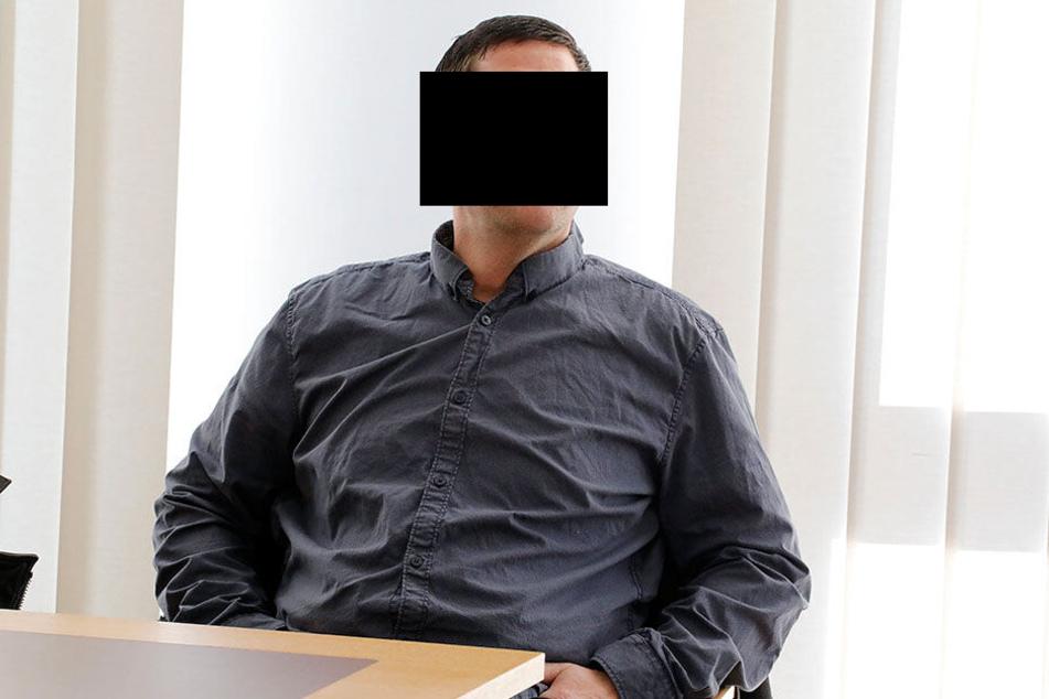 Heiko U. (47) soll seine Mitarbeiterin heimlich auf dem Damenklo gefilmt haben. Das Amtsgericht verurteilte ihn zu einer Geldstrafe von 3600 Euro.