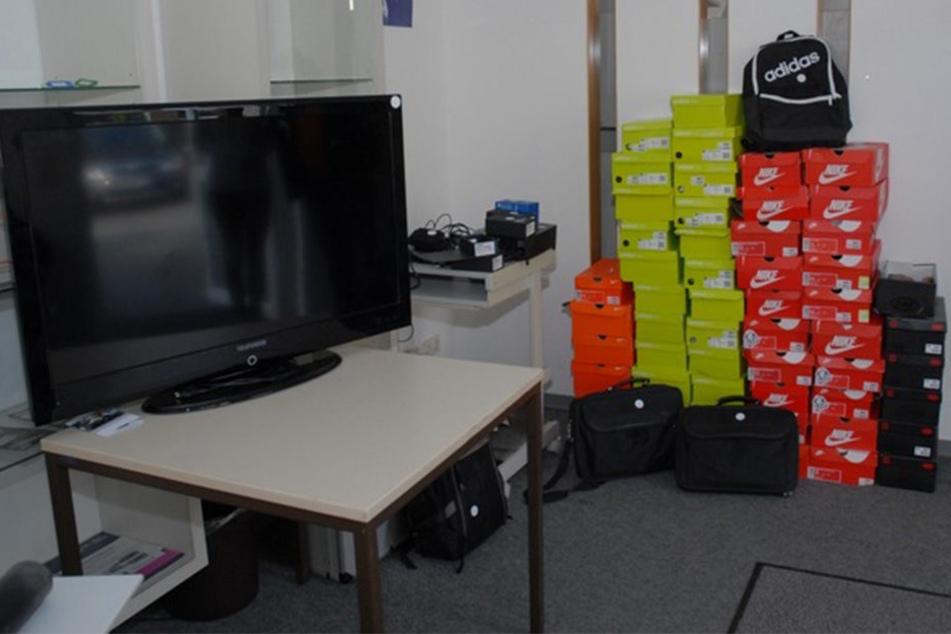 Schuhe, Fernseher, Laptops und zahlreiche andere Sachen von Wert wurden geklaut.