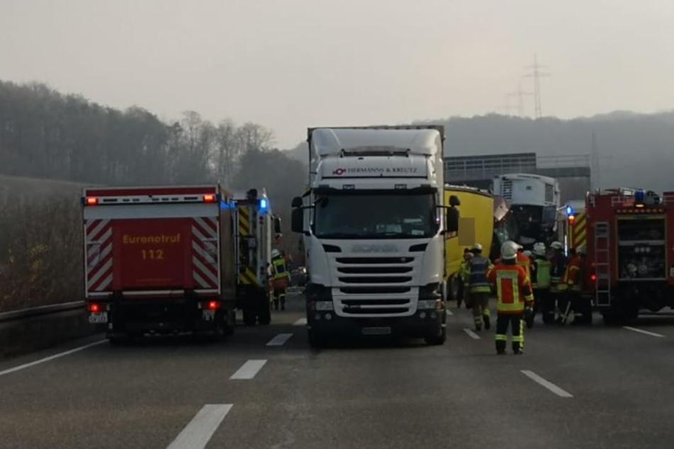 Insgesamt waren vier LKW am Unfall beteiligt.