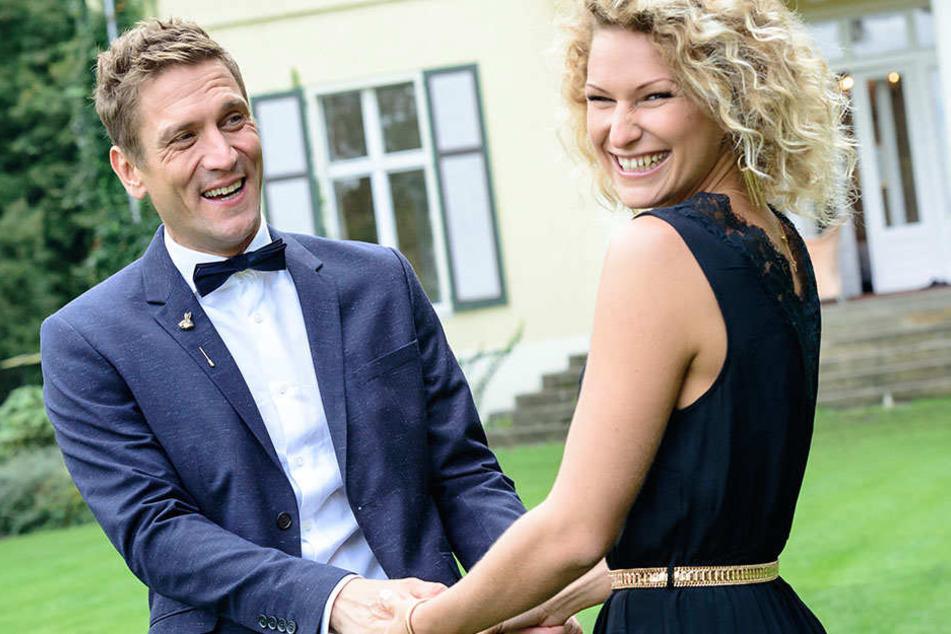 Seit drei Monaten sind Peer  Kusmagk (41) und Janni Hönscheid (29) ein Paar. Ab sofort wollen sie gemeinsam  die Welt erobern.