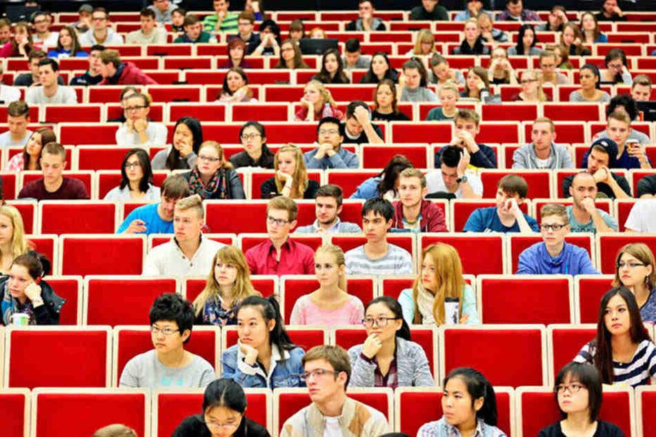 In diesem Hörsaal der Leipziger Uni werden im Oktober auch Schüler sitzen - zum Probestudium.