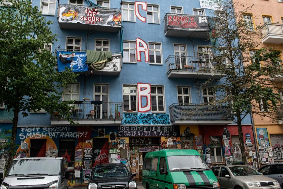 Brutalo-Quintett überfällt Sicherheitsmann an Rigaer Straße: Staatsschutz ermittelt