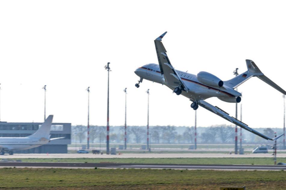 Der Flieger war nach einer Funktionsstörung kurz nach dem Start umgekehrt und mit großen Problemen auf dem Flughafen Schönefeld gelandet.