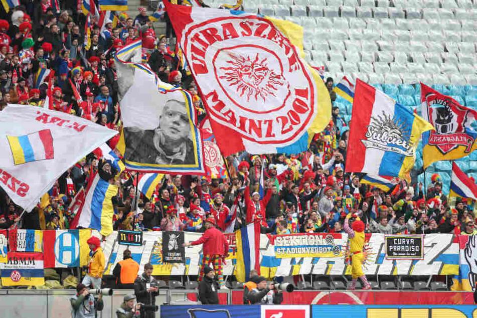 Der Mainzer Partyblock feierte trotz der knappen Niederlage in Berlin.
