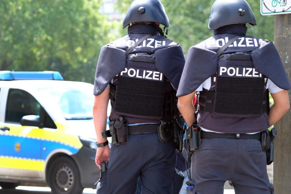 Die Polizei stelle ein Plakat sicher. (Symbolbild)