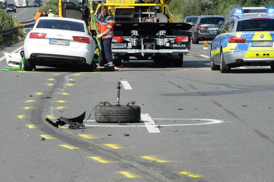 Sechs Autos schoben sich bei dem Unfall ineinander.